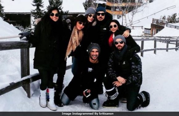 Sushant Singh Rajput And Kriti Sanon's Holiday Pics