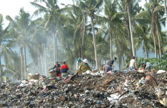 Philippines closes 'cesspool' tourist island of Boracay